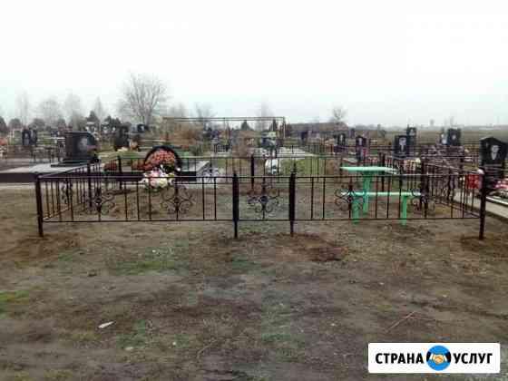 Оградка на кладбище, сада Троицкое