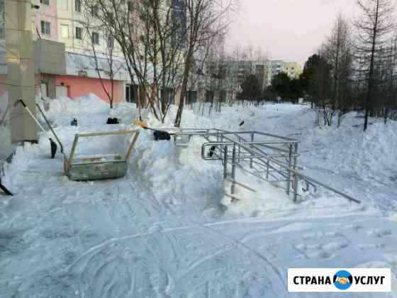 Уборка снега с територии Надым