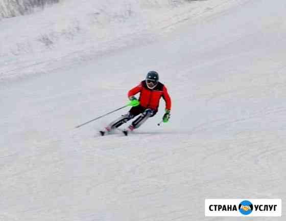 Инструктор по горным лыжам в снежкоме Красногорск