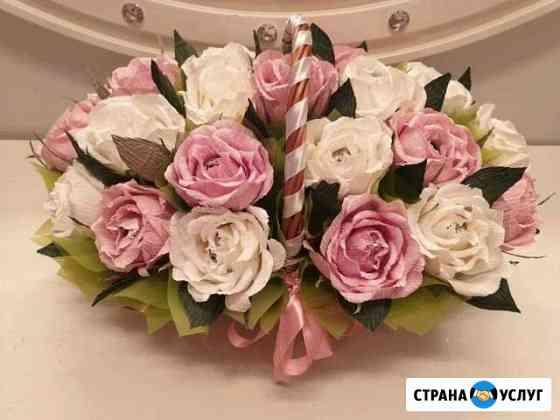 Корзина с цветами из бумаги и конфетами Смоленск