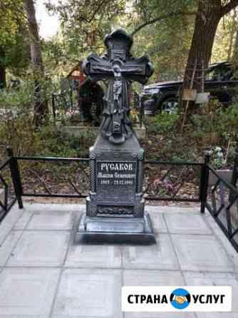 Памятник крест на могилу надгробия из камня Муромцево