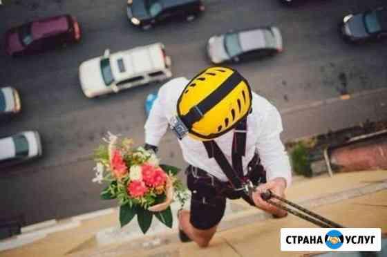 Романтическая доставка цветов и подарков в окно Липецк